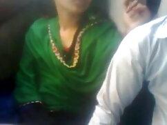 हॉट महिला चूत के साथ खेलने के लिए पैंटी को एक तरफ खींचती है सेक्सी फुल मूवी हिंदी में