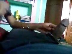 अच्छे स्तन के हिंदी में फुल सेक्सी मूवी साथ श्यामला उसके पैरों को फैलाती है और दोनों हाथों से हस्तमैथुन करती है